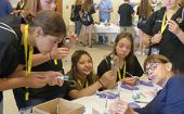本地学生在西澳大学夏令营了解卫生保健职业